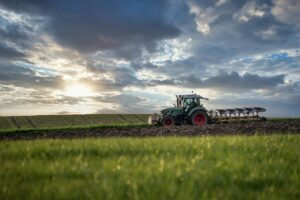traktor oranica