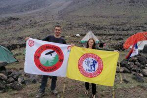Maja sa zastavom kluba