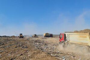 kamioni na deponiji
